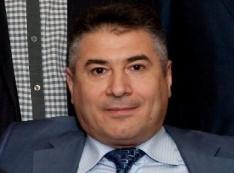 Извернулся. Миллиардер Азад Бабаев бегает от кредиторов, сливает активы в новые фирмы, меняет адреса юрлиц... Правоохранители бездействуют