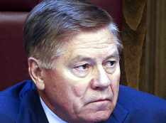 Новые скандалы в руководстве ВС и мнение о том, почему мантии в российских судах достаются «послушным Зиночкам»