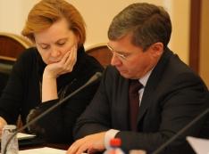 Наталья Комарова спонсирует кампанию по обеспечению «минимальной легитимности тюменского губернатора» Владимира Якушева