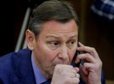 Не могу сказать: «Прощай, «Единая Россия»! Установки Медведева саботируют на местах: главы исполкомов партии сидят на нескольких стульях