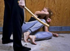 Почти каждая десятая убитая в мире женщина – россиянка. Как в РФ безнаказанно истязают, убивают и насилуют женщин