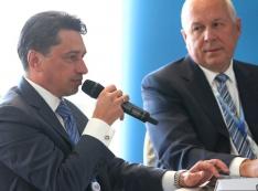 «Старые товарищи протежируют Олега Сиенко на место губернатора…»