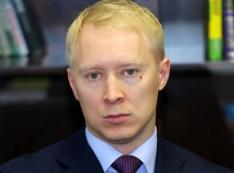 Папа не спас? Жадный Андрей Сизов, пойманный на растрате, спрятался от полиции под нянину юбку